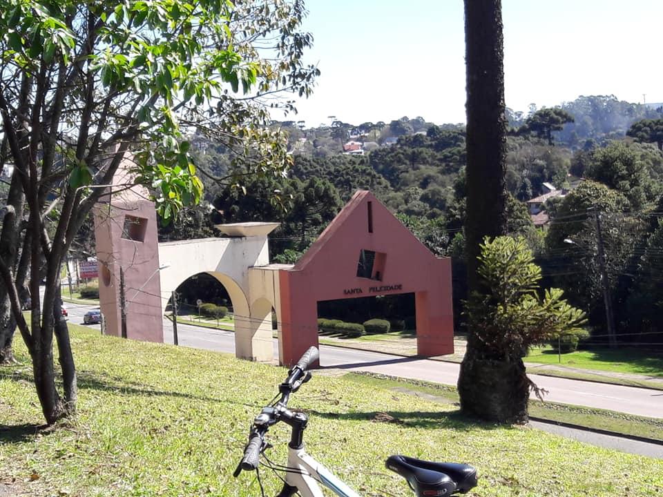 Portal de Santa Felicidade em Curitiba